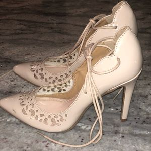 Nude Pumps - Lace up